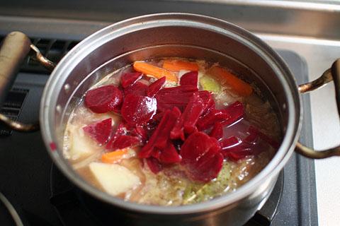 Making_borscht3