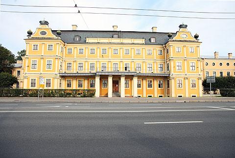 Menshikovskiy_dvorets